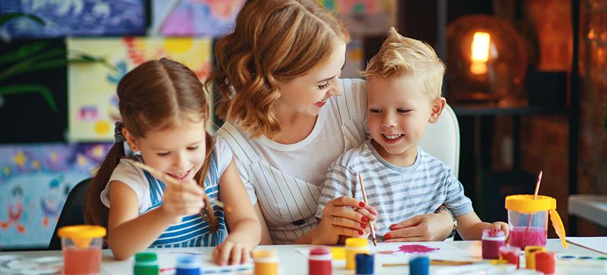 Jugar con los niños es esencial en el aislamiento, dicen especialistas