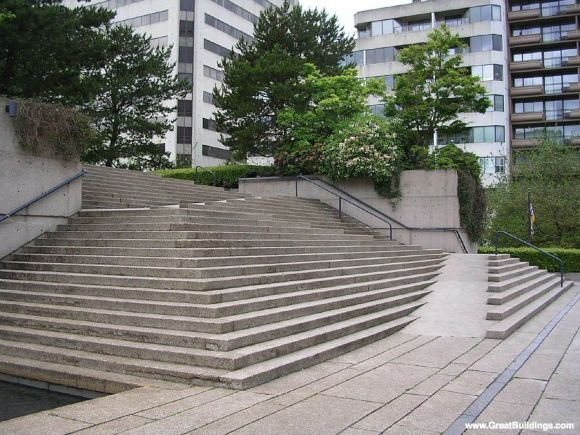 Robsen square stramp, which is a ramp integrated into stairs. View from bottom showing ramp elevation.