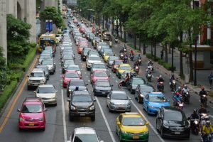 five lane city highway full of cars.