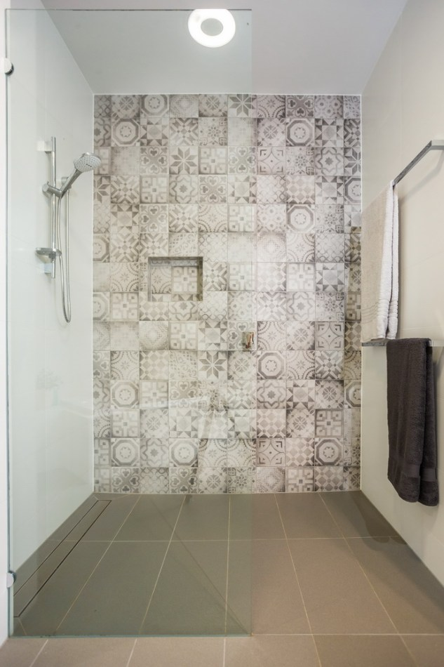 Shower recess with half screen and hand held shower.