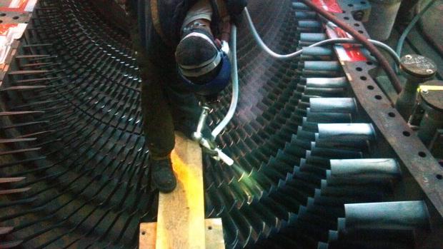 Dry Ice Blasting Lower gas turbine case and blades