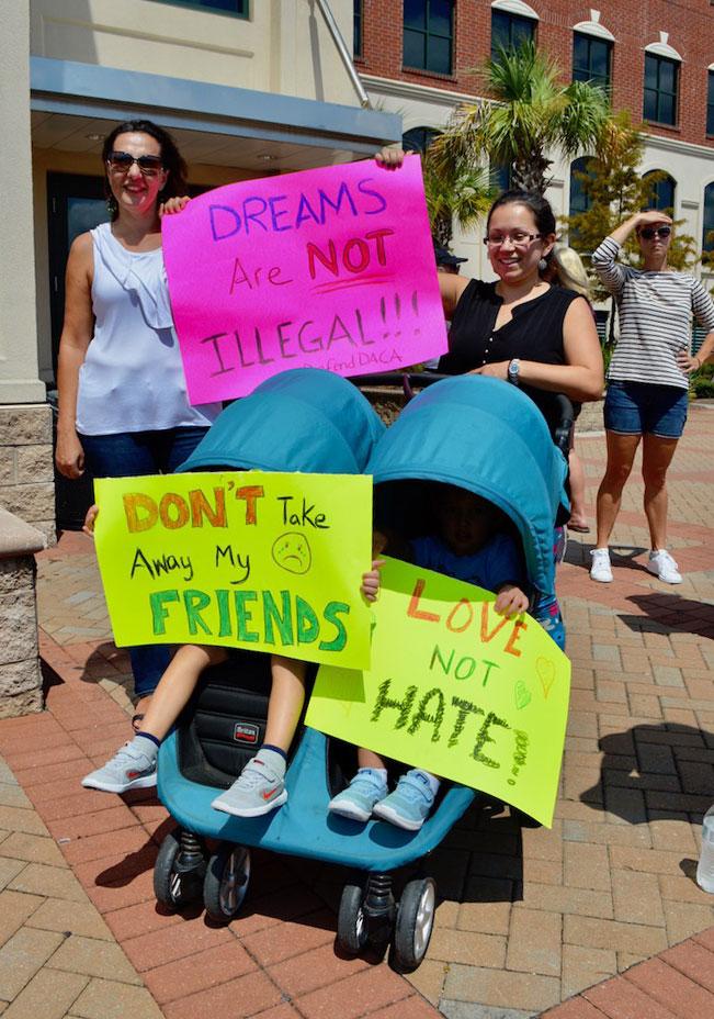En North Charleston realizan manifestación publica en apoyo a DACA