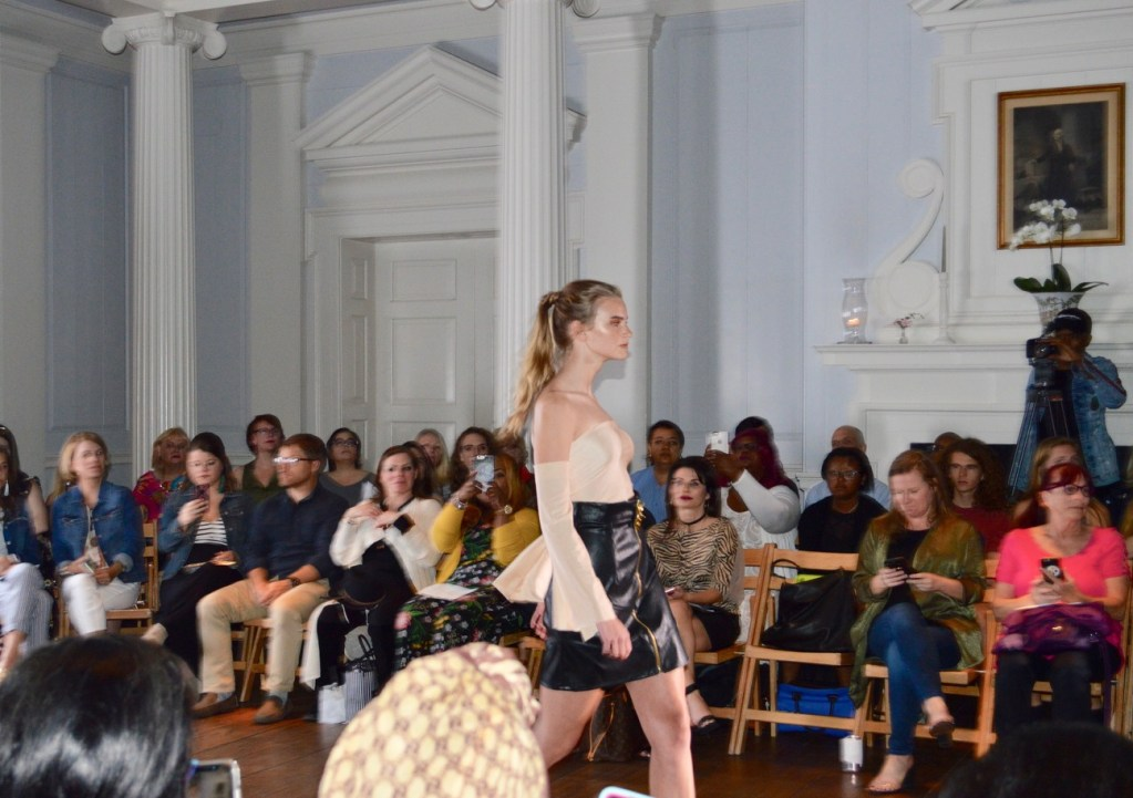 Estudiantes  del  The Art Institute of Charleston organizan desfile de modas  'Senior Showcase'