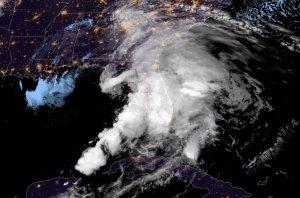 Advertencia: La tormenta tropical Nestor trae lluvias y vientos a las Carolinas