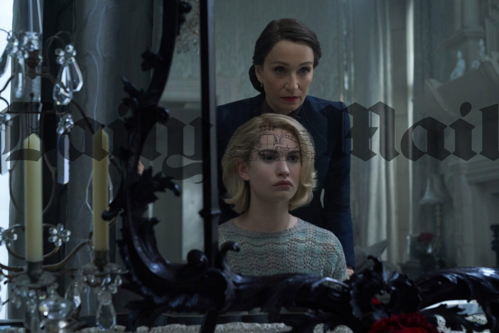 Rebecca: prime foto e data di uscita del film Netflix, con Lily James