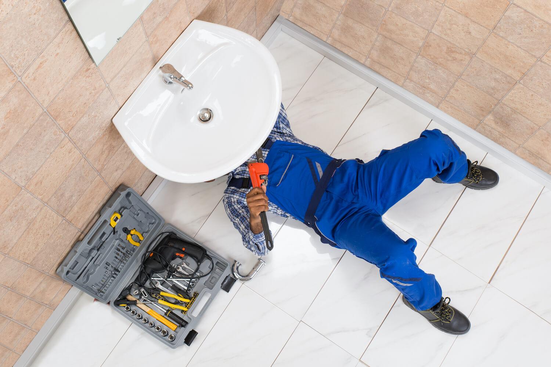 UNIV-man-working-under-sink