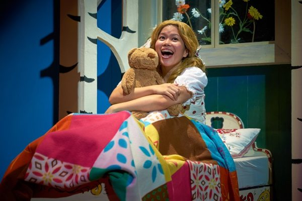 Vanessa Phang in TLC's Goldilocks and the Three Pigs (Mandarin)