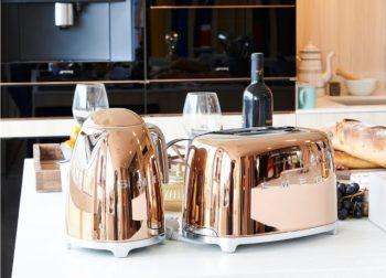 La bouilloire et le Toaster SMEG en colori Rose
