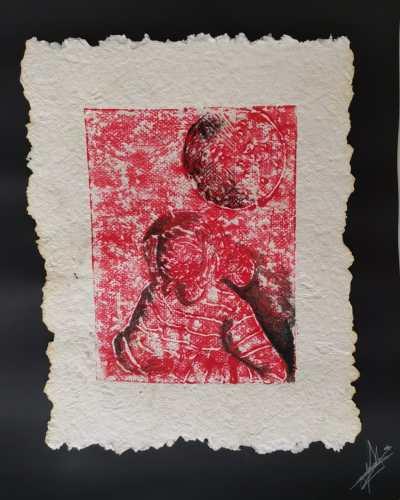 Título: Chica lunar 2 Técnica: mixta (grabado/papel hecho a mano y acrílico)  Medida: 32.5cm x 26.5cm Año: 2020
