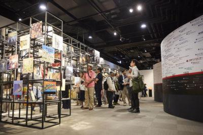 Exposição do Kanazawa Institute of Technology  do Japão com mais de 5 mil capas de discos