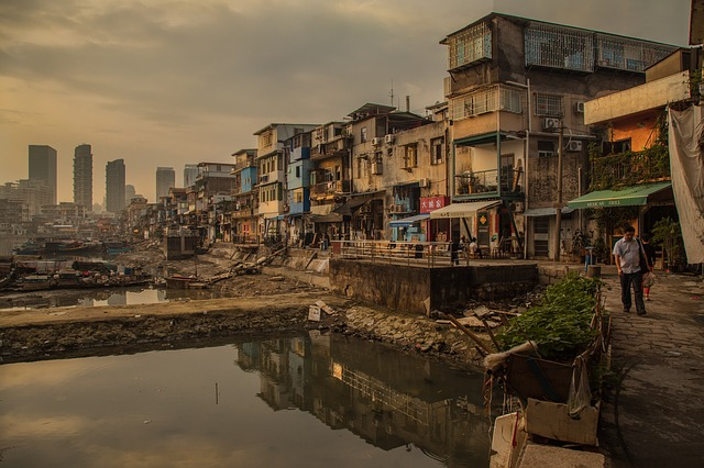 barrio-pobre-latinoamérica-traducción-corrección-redacción
