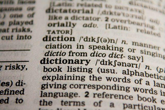 dictionary_10-diccionarios-que-todo-escritor-debería-tener_corrector-redactor-traductor