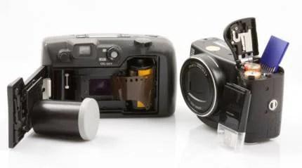 rullino fotografico e fotocamera digitale