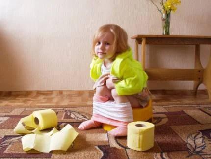 Bambina sul vasino