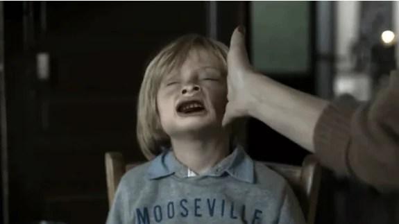 bambino che riceve unoschiaffo