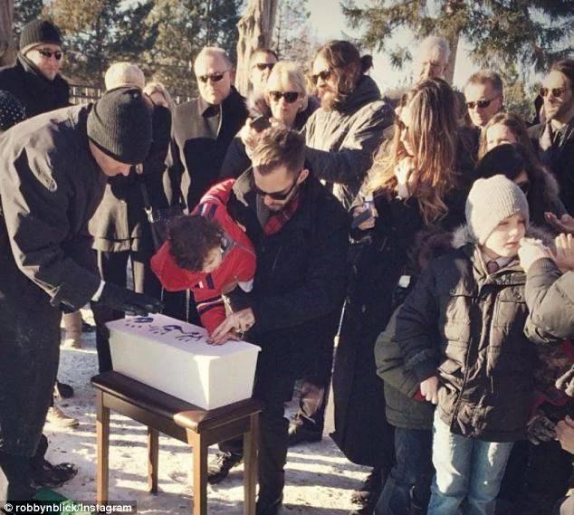 funerale neonato