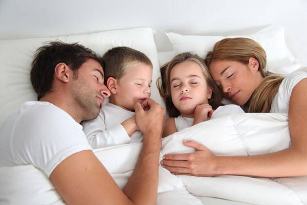famiglia che dorme