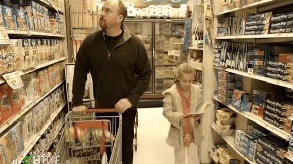 papà fa la spesa con le figlie