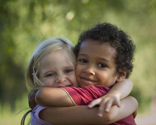abbraccio bambini