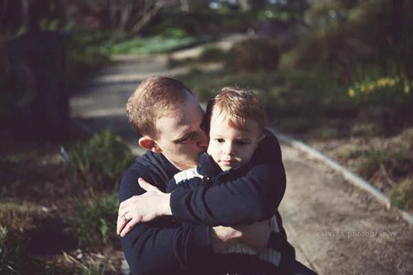 padre bacia figlio