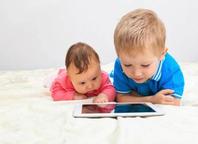 bambini e touchscreen