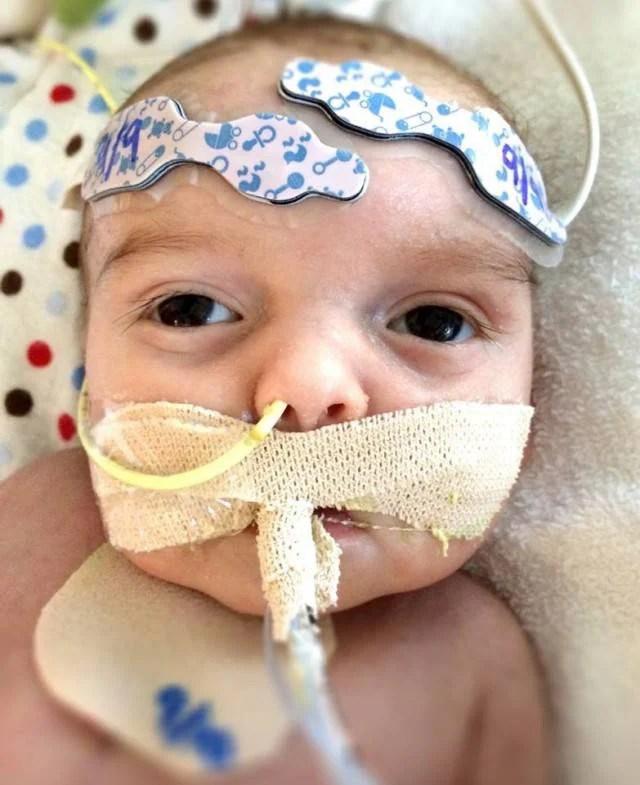 bimbo malato in ospedale