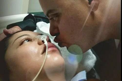 uomo bacia moglie in coma