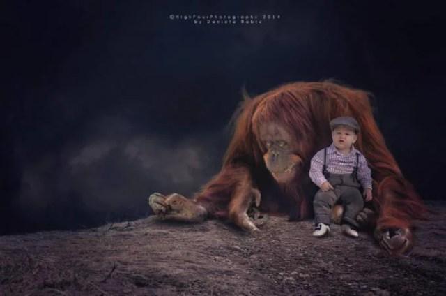 bimbo con orango
