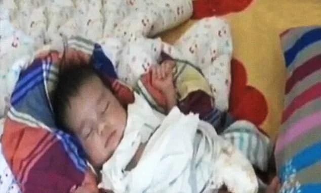 bambino salvato dalla fabbrica dei bambini