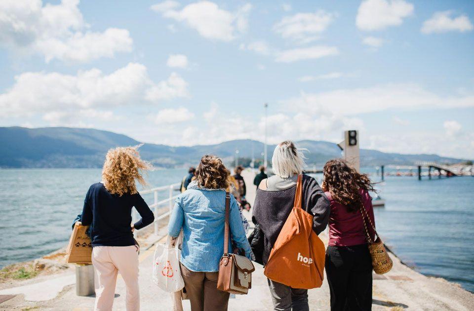 Mulleres atlánticas en la illa de San Simón