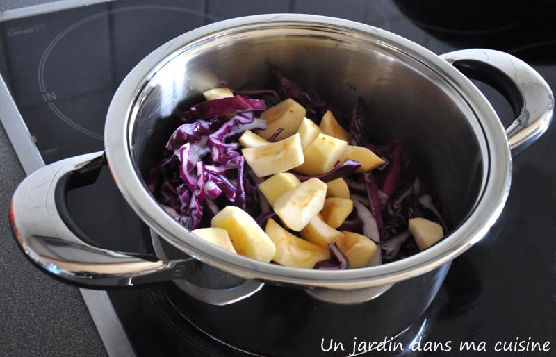 chou rouge aux pommes et raisins secs un jardin dans ma cuisine