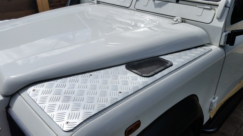Wingtop checkerplate protection