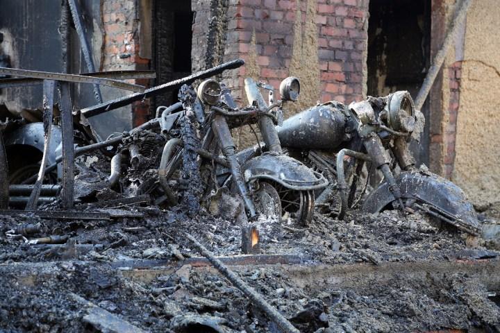 12.02.2015 (RH150212-01) Dresden - Brand Lagerhalle steht in Flammen - stundenlange Lšscharbeiten