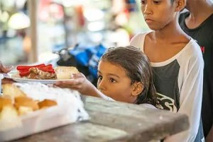 Food-and-Wake-Siargo-kids-3