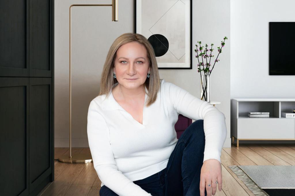 ariana strategizing at home mentoring image