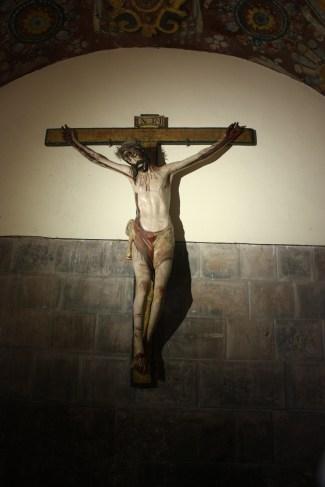 Talla de Cristo en la cruz.