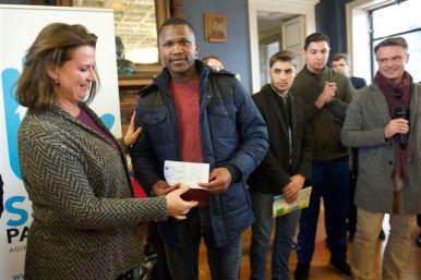 - Les lycéens de « Joseph Wresinski » ont remis un chèque de 3000 euros à ATD Quart Monde.