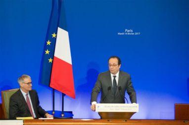 - Patrick Bernasconi et François Hollande, qui a dénoncé la stigmatisation des pauvres.