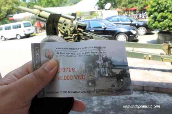 Entrada al Museo de Historia Militar de Vietnam