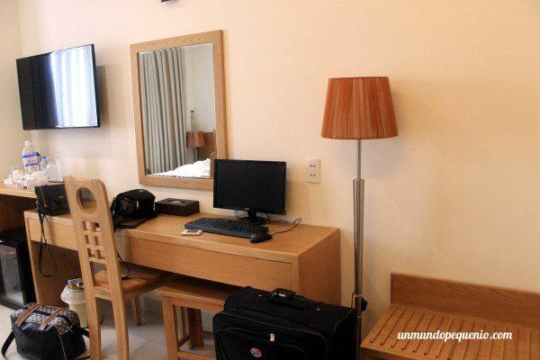 PC y TV LCD de mi habitación del Gia Vien Hotel