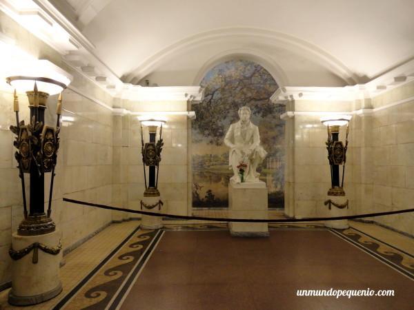 Estatua de Pushkin en Estación Pushkinskaya