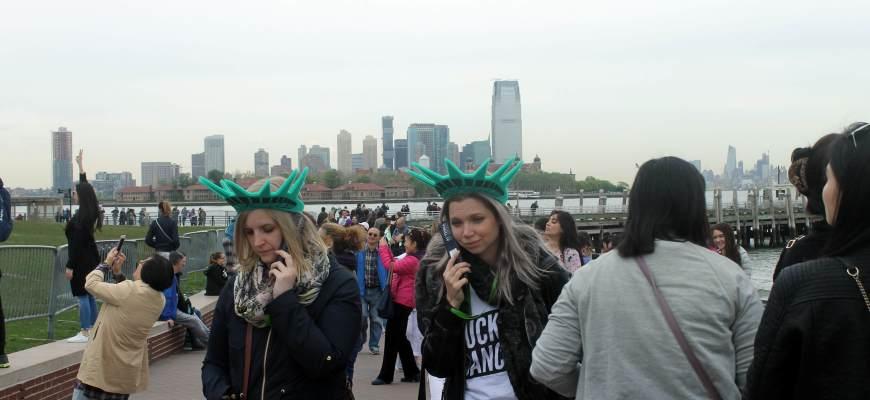 turistas-en-la-estatua-de-la-libertad