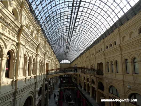 Interior del GUM de Moscú