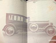 Auto viejo en el interior del pasaporte