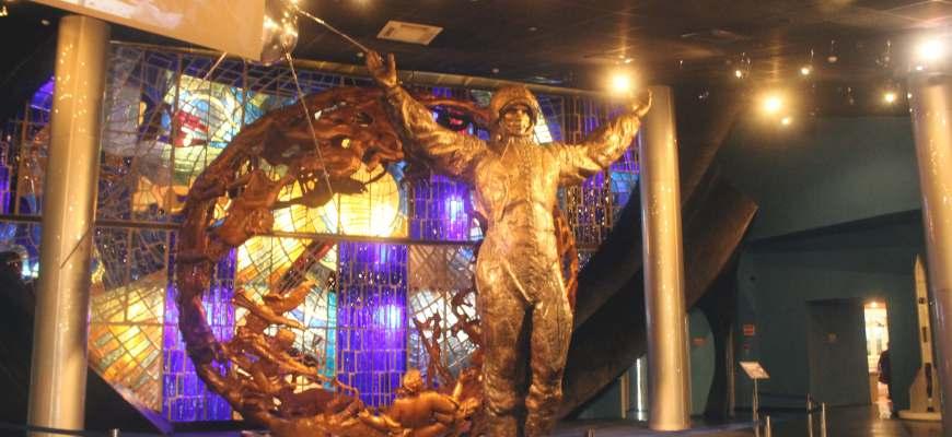 Escultura de astronauta en el Museo de la Cosmonáutica de Moscú