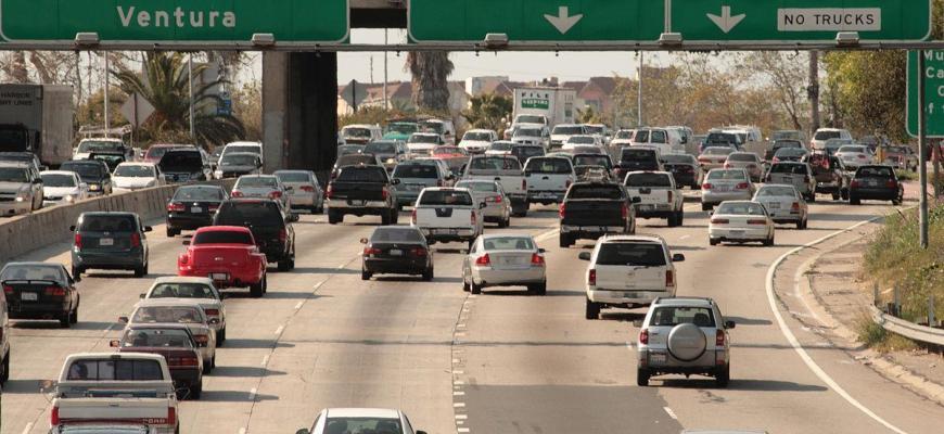1200px-LA_freeway_2009