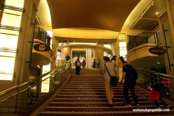 Escaleras del Teatro Dolby
