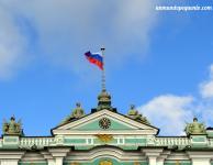Bandera rusa sobre el Hermitage