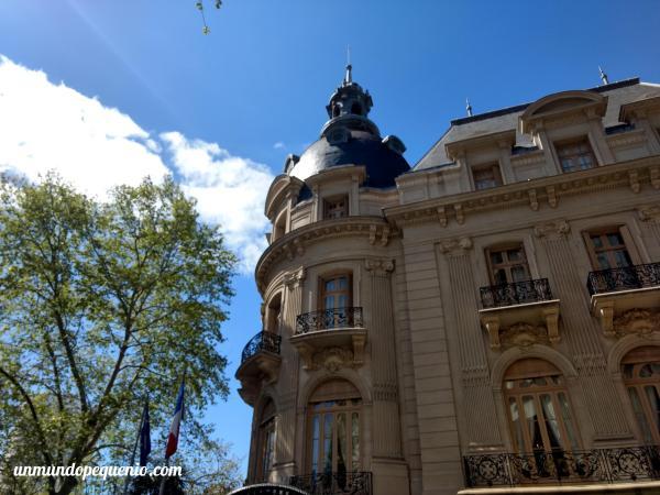 Esquina de la Embajada de Francia en Argentina