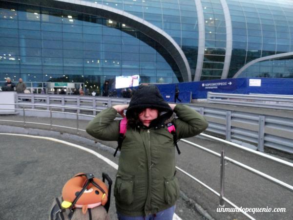 Muriéndome de frío en el aeropuerto Domodedovo